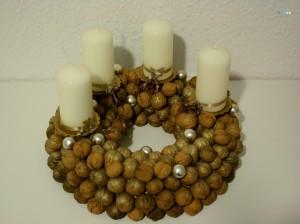walnut wreath tutorial by craftaliciousme