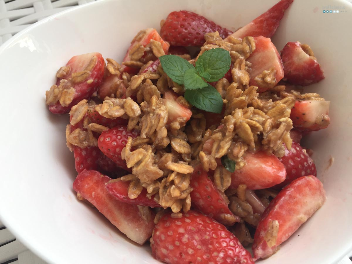 Fruity Warm Breakfast Oats strawberries